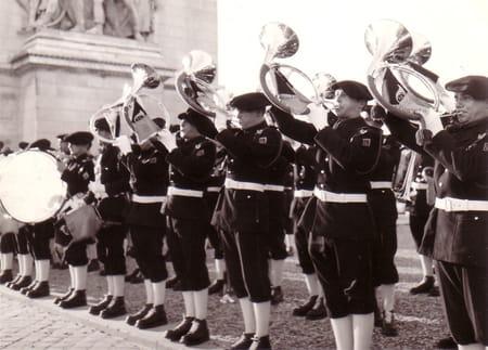 La fanfare du 27ème aux Champs Elysées