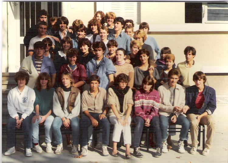 photo de classe 1ere g de 1984 lyc e saint jean copains d 39 avant. Black Bedroom Furniture Sets. Home Design Ideas
