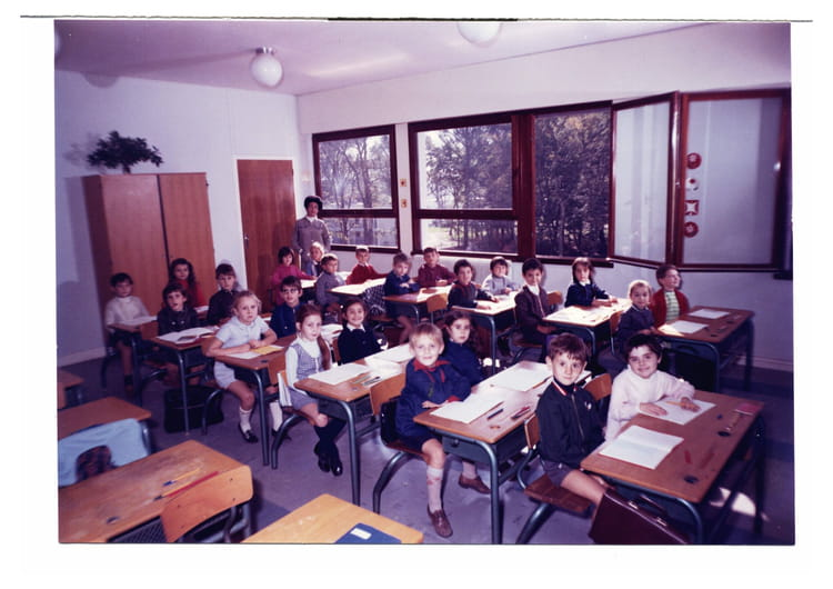 Photo de classe cp de 1970 ecole les bosquets copains d for Poster devant la fenetre je guette