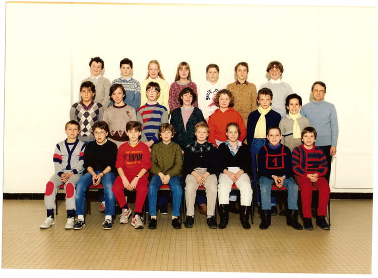 photo de classe 6e 9 de 1986 coll ge jules verne copains d 39 avant. Black Bedroom Furniture Sets. Home Design Ideas