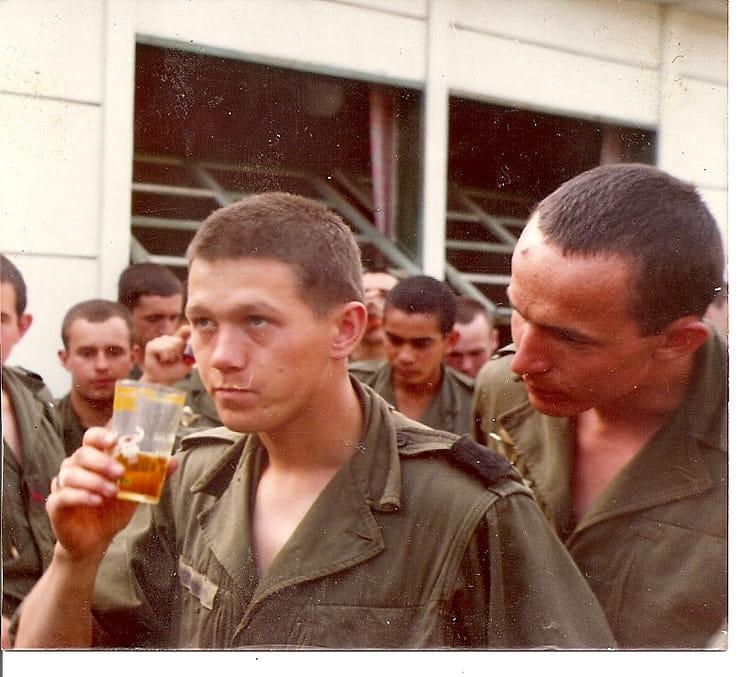 1974-1975 - je ne sais plus pourquoi on bois un verre Boleslaw Niepsujewicz 3807733