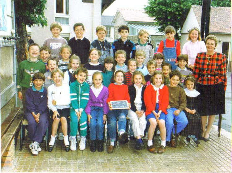 photo de classe ce2 de 1991 ecole sainte colombe brie. Black Bedroom Furniture Sets. Home Design Ideas