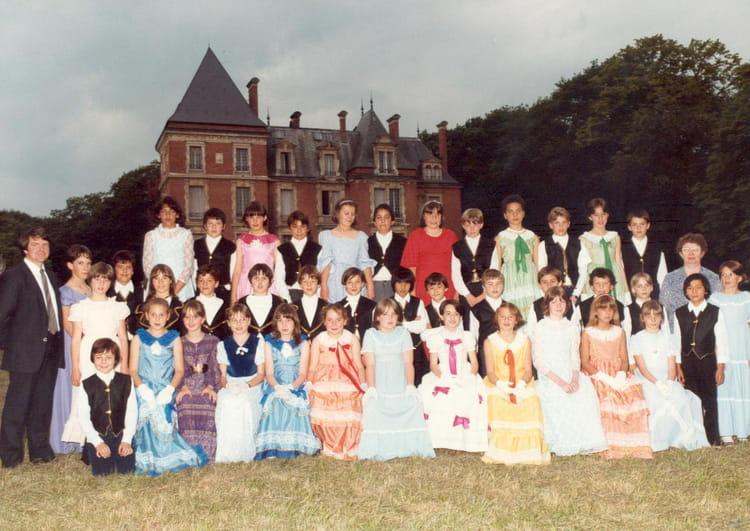 Photo de classe CM2 de 1984, Ecole Notre Dame (la Ville Du Bois) Copains d'avant # Ecole Notre Dame La Ville Du Bois