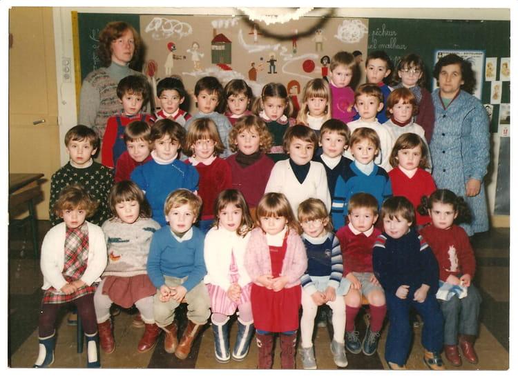 photo de classe maternelle de 1982 ecole de la mairie faverolles sur cher copains d 39 avant. Black Bedroom Furniture Sets. Home Design Ideas