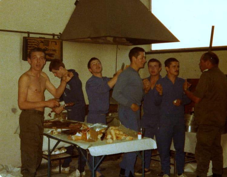 repas au 2B 1978 - 57E REGIMENT D ARTILLERIE