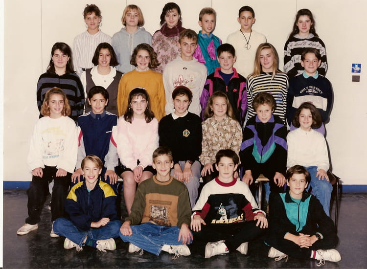 photo de classe 5 d de 1992 coll ge jean vilar copains d 39 avant. Black Bedroom Furniture Sets. Home Design Ideas