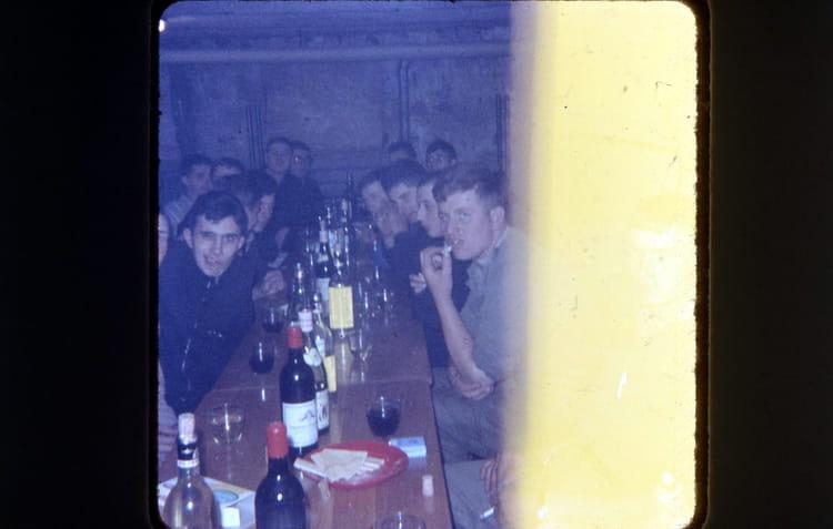 fête dans la chambrée 1966 - 1ER R.I.M.