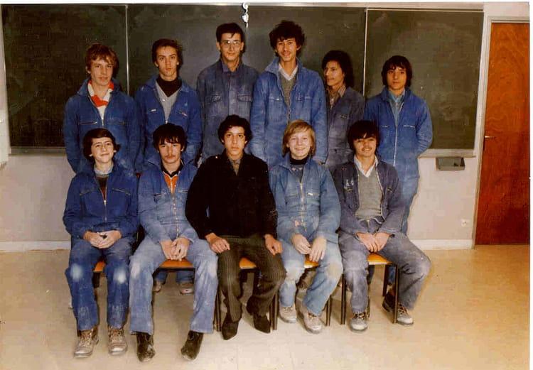 photo de classe cap ma onnerie de 1982 lyc e professionnel auguste perret copains d 39 avant. Black Bedroom Furniture Sets. Home Design Ideas