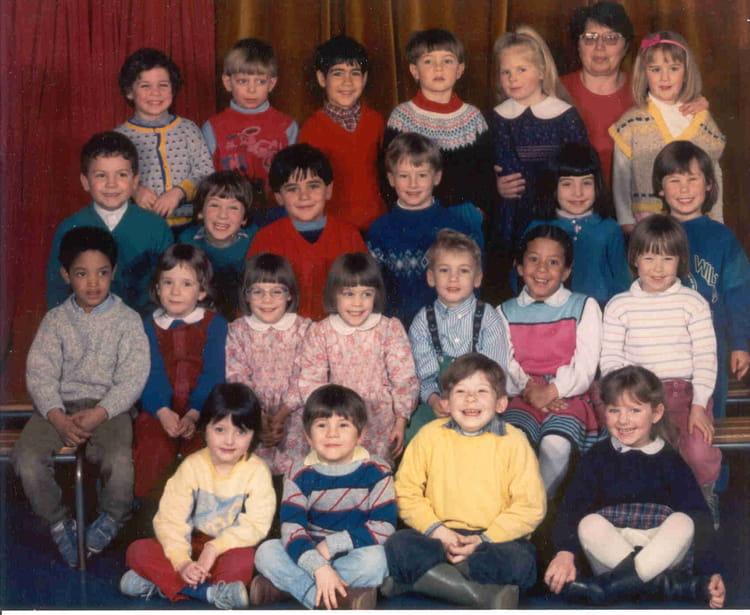 photo de classe maternelle section 1 de 1985 ecole la faiencerie copains d 39 avant. Black Bedroom Furniture Sets. Home Design Ideas
