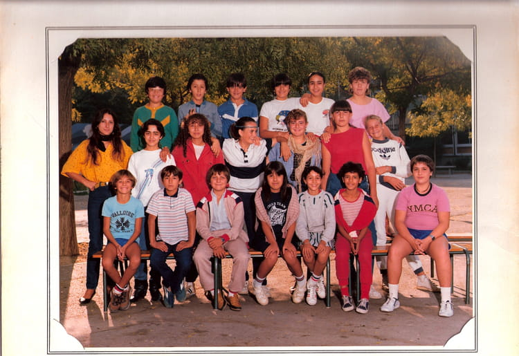 photo de classe 5 me 5 de 1982 college henri barnier copains d 39 avant. Black Bedroom Furniture Sets. Home Design Ideas