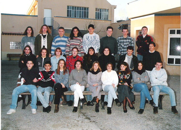 photo de classe 2 stt de 1994 lyc e saint jean copains d 39 avant. Black Bedroom Furniture Sets. Home Design Ideas