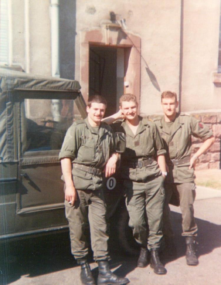 les trois pilotes blindés des TRANS 1990 - 4EME CUIRASSIERS