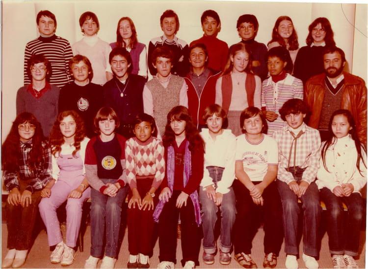 photo de classe 4eb coll ge victor hugo 1979 1980 de 1979 coll ge victor hugo copains d 39 avant. Black Bedroom Furniture Sets. Home Design Ideas