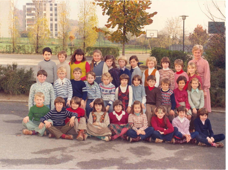 photo de classe cm1 de 1978 ecole jean moulin villers. Black Bedroom Furniture Sets. Home Design Ideas