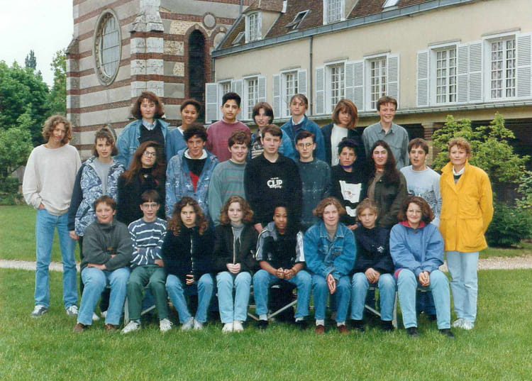 photo de classe 4 me a de 1995 coll ge priv jeanne d 39 arc copains d 39 avant. Black Bedroom Furniture Sets. Home Design Ideas