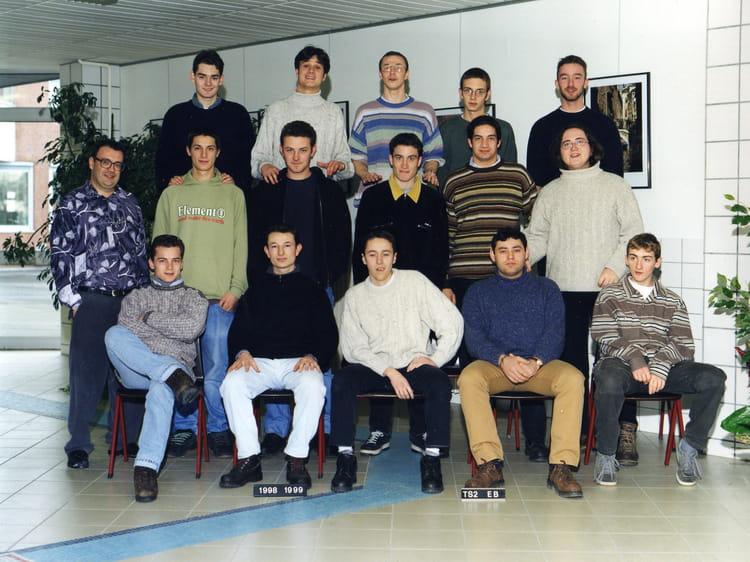 photo de classe f4 de 1999 lyc e jean prouv copains d 39 avant. Black Bedroom Furniture Sets. Home Design Ideas