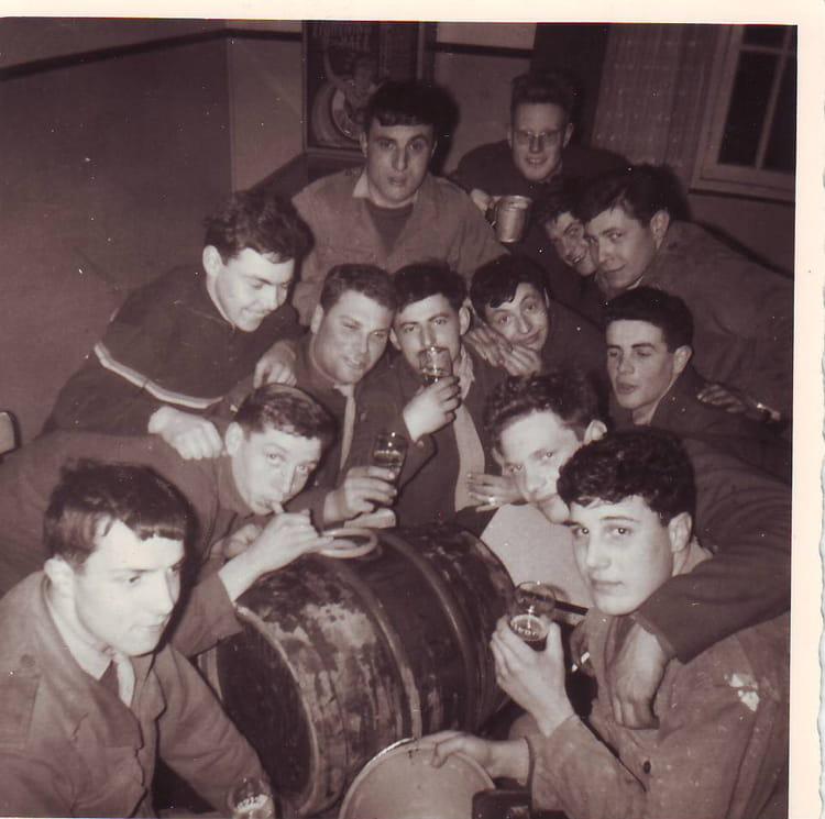 boire un coup après un pari 1964 - 1ER R.I.M.