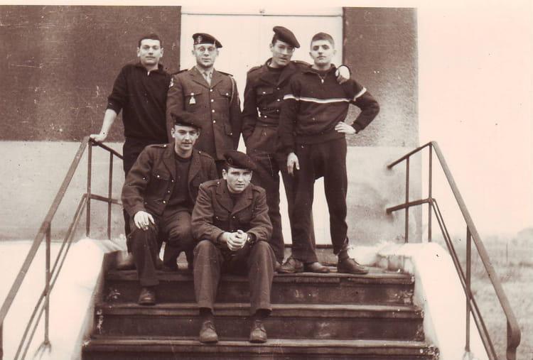 sur le péron de la compagnie 1964 - 1ER R.I.M.