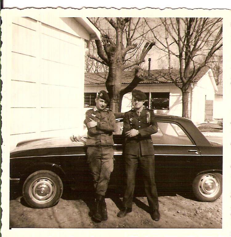 1972 devant la CCS IDRON Je suis chauffeur du colon 1354809