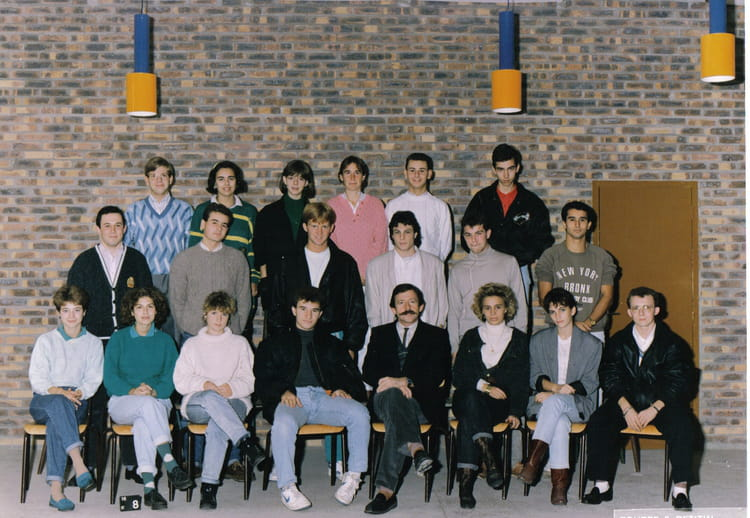 photo de classe bts action commerciale lyc e saint charles de 1987 lyc e saint charles. Black Bedroom Furniture Sets. Home Design Ideas