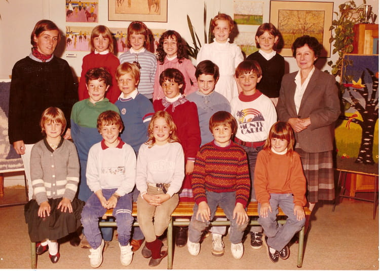 photo de classe la croix de berny cm1 de 1985 ecole croix de berny copains d 39 avant. Black Bedroom Furniture Sets. Home Design Ideas
